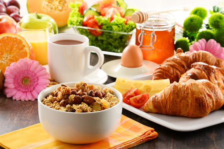 Breakfast consisting of fruits, orange juice, coffee, honey, bread and egg. Balanced diet. 版權商用圖片 - 40390625