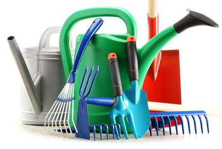 work tools: Riego herramientas pueden y jard�n aisladas sobre fondo blanco Foto de archivo