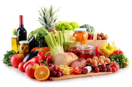 Compositie met biologisch voedsel op een witte achtergrond Stockfoto - 46185497