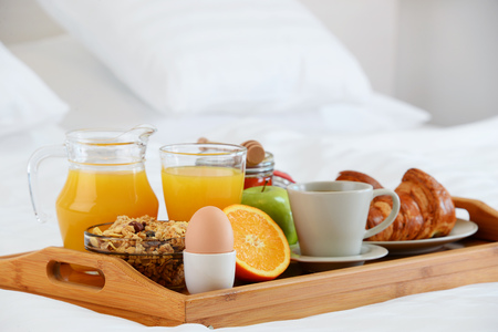king size bed: Breakfast in bed in hotel room. Accommodation.