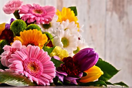 花の花束と組成。