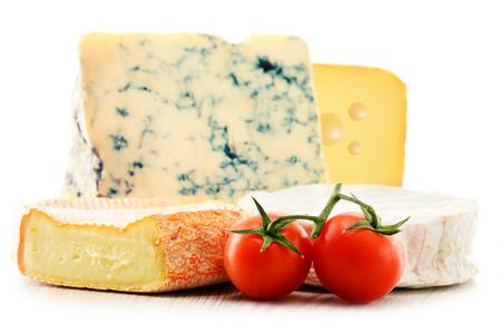 Différentes sortes de fromage isolé sur fond blanc. Banque d'images