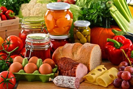 alimentacion balanceada: Composición con variedad de alimentos orgánicos. Dieta equilibrada.