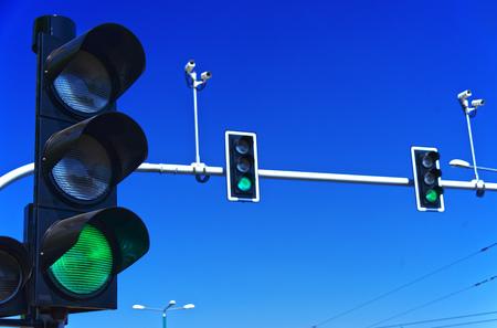 I semafori nel cielo blu
