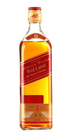 botella de whisky: Botella de Johnnie Walker whisky escocés Editorial