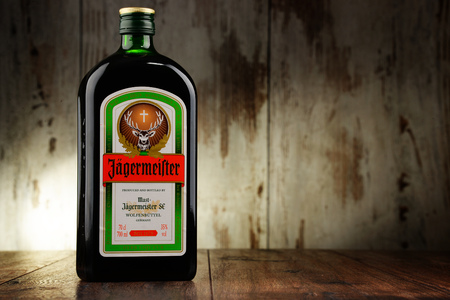 Bottle of Jagermeister herbal liqueur 新聞圖片