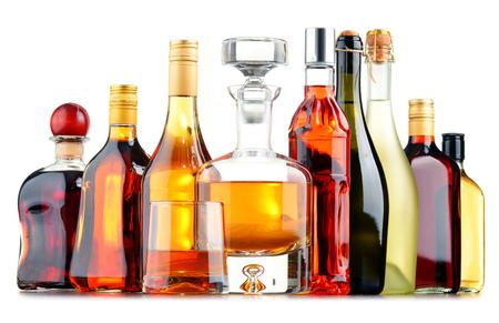 Komposition mit Flaschen sortiert alkoholischen Getränken. Standard-Bild - 52450499
