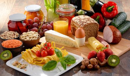 台所のテーブルに有機食品の様々 な構成 写真素材