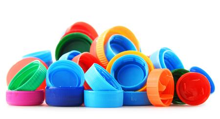 envases plasticos: Composición con tapas de botellas de plástico de colores.