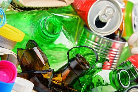 reciclable: basura reciclable que consiste en vidrio, pl�stico, metal y papel.