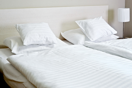 king size: Double bed in hotel room. Accommodation.