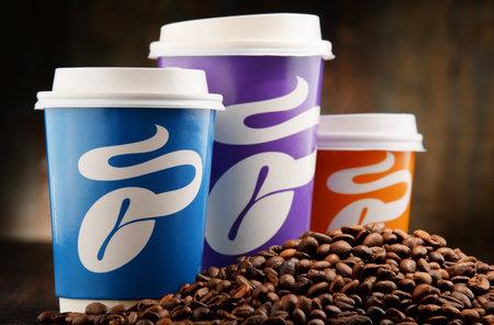 comida rapida: Tchibo es una cadena de tiendas y cafés, con sede en Hamburgo, con más de 1.000 tiendas, la compañía es una de las mayores cadenas de tiendas de Alemania Editorial