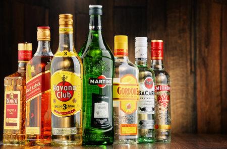 Poznan, Polonia - 23 de junio de 2016: En todo el mundo alrededor de 2 mil millones de personas usan el alcohol, una de las drogas recreativas más ampliamente utilizados en la tierra, con un consumo anual de más de 6 litros de alcohol puro por persona Editorial