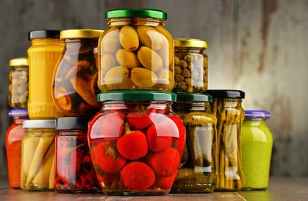 legumbres secas: Jars with variety of pickled vegetables. Preserved food