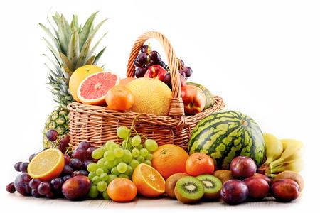 balanced diet: Composici�n con variedad de frutas. Dieta equilibrada