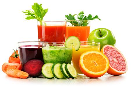 新鮮な有機野菜や果物ジュース白で隔離とメガネ。デトックス ダイエット。 写真素材