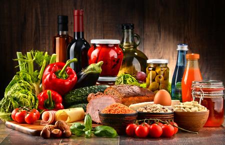 식탁에 유기농 제품의 다양한 구성 스톡 콘텐츠 - 61847354