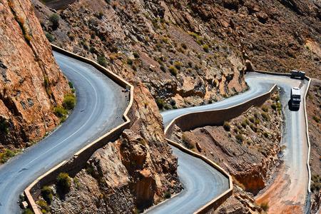 Serpentine bergpad in de Gorges Dades in hoge Atlas, Marokko