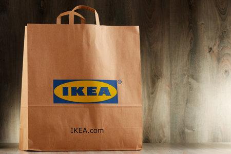 POZNAN, POLEN - NOV 3, 2016: IKEA is in 1943 opgericht in Zweden en is 's werelds grootste meubelverkoper, heeft 384 winkels in 48 landen en verkoopt ongeveer 12.000 producten Redactioneel