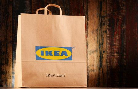 POZNAN, POLEN - NOV 25, 2016: IKEA is in 1943 opgericht in Zweden en is 's werelds grootste meubelverkoper, heeft 384 winkels in 48 landen en verkoopt ongeveer 12.000 producten