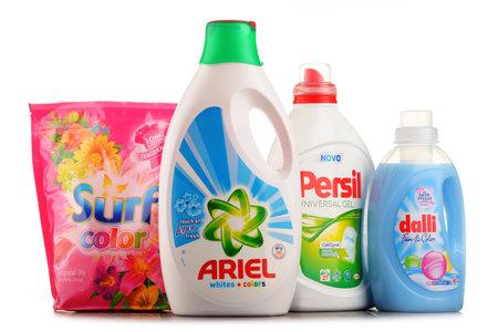 POZNAN, POLONIA - 20 DE JULIO DE 2017: Aunque la industria global de jabones y detergentes incluye cerca de 700 empresas, se mantiene altamente concentrada con las 50 principales empresas que poseen casi el 90 por ciento del mercado