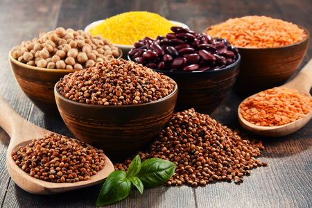 sorgo: Composition with variety of vegetarian food ingredients.