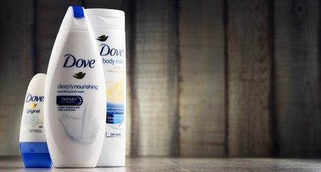 POZNAN, POLEN - MAART 2, 2017: In de Britse markt in 1955 is Dove een persoonlijke verzorgingsmerk, nu in eigendom van Unilever en verkocht in meer dan 80 landen