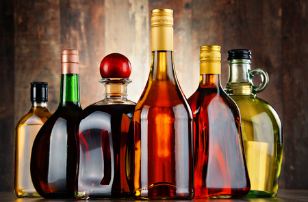 destilacion: Bottles of assorted alcoholic beverages.