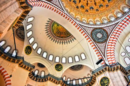 sunni: Interior of Suleymaniye Mosque in Istanbul, Turkey.