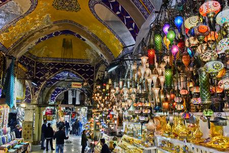 イスタンブール, トルコ - 2017 年 4 月 24 日: トルコ、イスタンブールのグランド バザールの最大かつ最古の 1 つカバー世界の市場