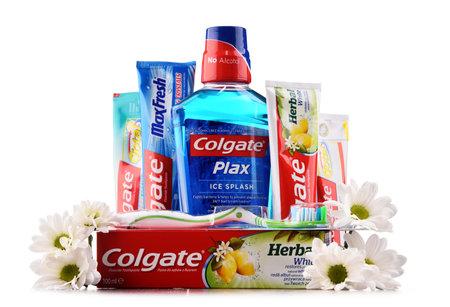 ポズナン, ポーランド - 2017 年 5 月 5 日: コルゲート、歯磨き粉、歯ブラシ、マウスウォッシュ、デンタルフロス アメリカ消費財企業コルゲート-パル