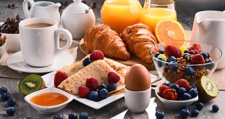 hotcakes: Breakfast served with coffee, orange juice, croissants, cereals and fruits. Balanced diet.