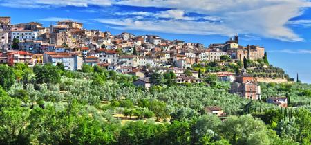 イタリア トスカーナ州シエナの州キアンチャーノ ・ テルメを都市。 写真素材