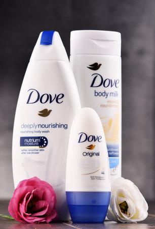 POZNAN, POLEN - 11 AUGUSTUS, 2017: Dove is geïntroduceerd op de Britse markt in 1955, een merk voor persoonlijke verzorging, nu in handen van Unilever en verkocht in meer dan 80 landen