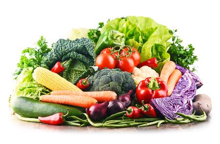 Composición con variedad de verduras y frutas crudas. Dieta equilibrada