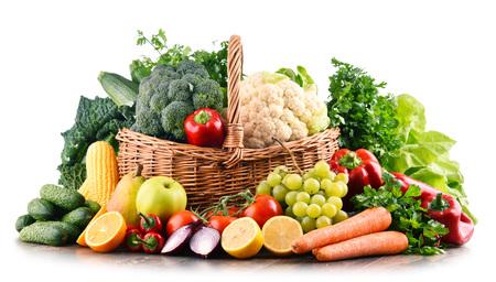 生の有機野菜や果物の様々な組成物。バランスの取れた食事