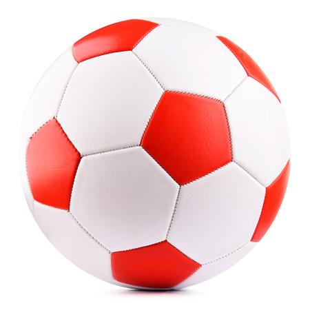 Balón de fútbol de cuero aislado sobre fondo blanco.