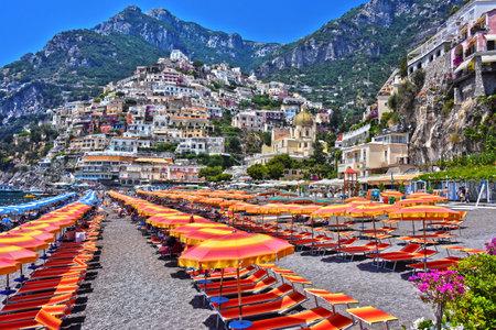 Ville de Positano sur la côte d'Amalfi dans la province de Salerne, Campanie, Italie Banque d'images - 88820376