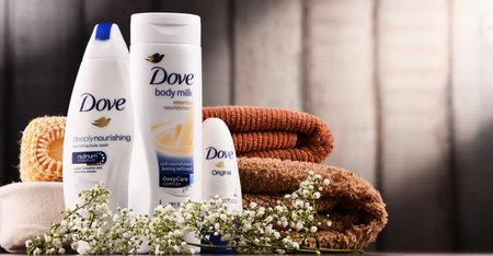 POZNAN, POLEN - 7 DEC 2017: Duifproducten, een merk voor persoonlijke verzorging, eigendom van Unilever en verkocht in meer dan 80 landen