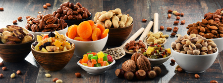 Composition with dried fruits and assorted nuts. Delicacies Imagens