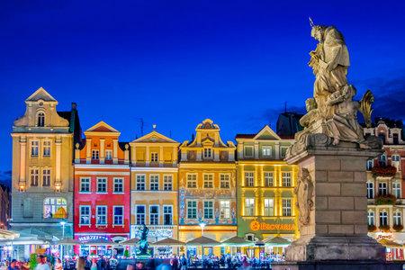 POZNAN, POL - AUG 20, 2018: Architecture of Old Market in Poznan, Poland 報道画像