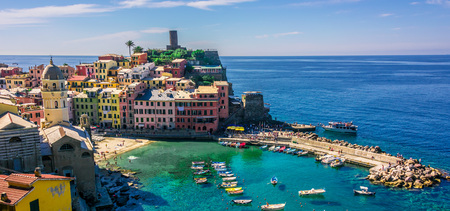 Picturesque town of Vernazza, in the province of La Spezia, Liguria, Italy Standard-Bild