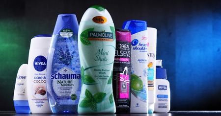 POZNAN, POLAND - DEC 5, 2018: Plastic containers of body care products including widely available most popular global brands as LOreal, Nivea, Dove, Palmolive, Head & Shoulders and Schwarzkopf Redactioneel