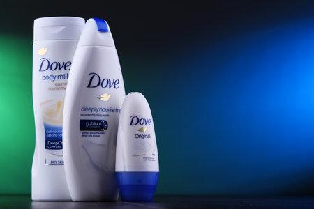 Poznan, Pol - 5 Dec 2018: Dove-producten. Dove, geïntroduceerd op de Britse markt in 1955, is een merk voor persoonlijke verzorging, nu eigendom van Unilever en verkocht in meer dan 80 landen