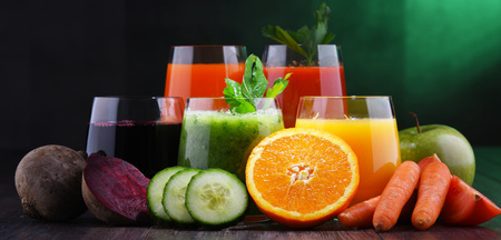 Glasses with fresh organic vegetable and fruit juices. Detox diet 版權商用圖片