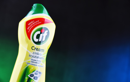 POZNAN, POL - MAR 15, 2019: Plastic bottle of Cif, brand of household cleaning products manufactured by Unilever, a British-Dutch multinational consumer goods company. Banque d'images - 122639920
