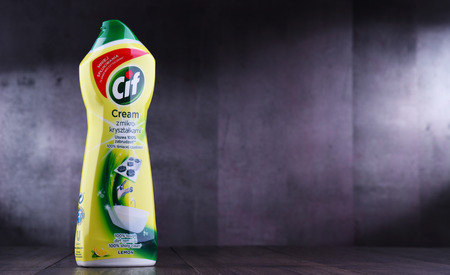 POZNAN, POL - MAR 15, 2019: Plastic bottle of Cif, brand of household cleaning products manufactured by Unilever, a British-Dutch multinational consumer goods company. Banque d'images - 122639946