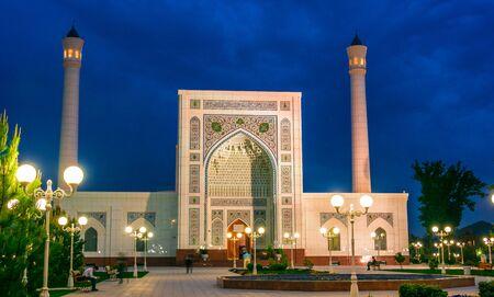 TASHKENT, UZBEKISTAN - APR 29, 2019: Minor Mosque inTashkent, Uzbekistan. Фото со стока - 124953820