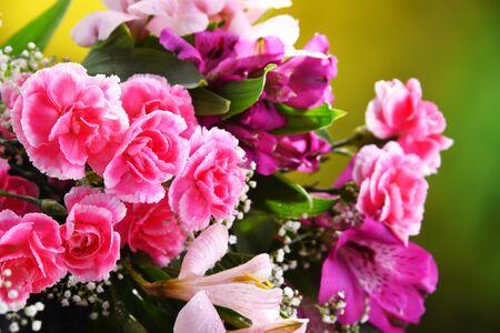 Composizione con bouquet di fiori appena tagliati. Archivio Fotografico