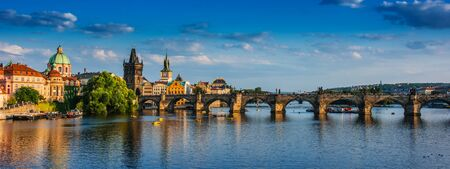 Vista del centro di Praga con il Ponte Carlo sul fiume Moldava. Repubblica Ceca Archivio Fotografico